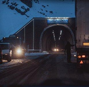 Төө-Ашуудагы Кусеин Көлбаев атындагы тоннель. Архив