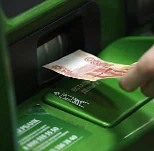 Сбербанктын банкоматы. Архивдик сүрөт