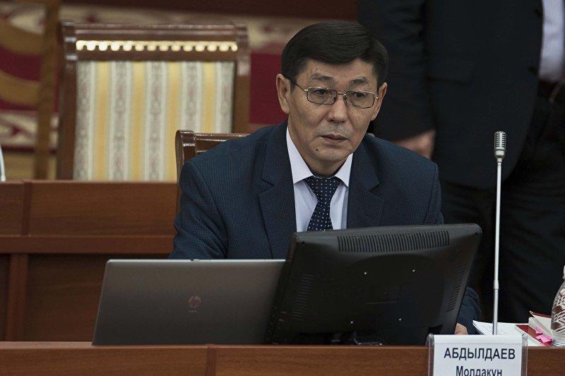 Полномочный представитель президента в ЖК Молдакун Абдылдаев на заседание ЖК. Архивное фото