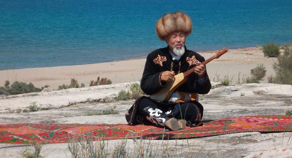 Кыргыз Эл артисти, залкар комузчу Нурак Абдрахмановдун архивдик сүрөтү