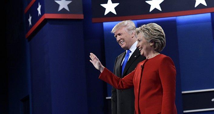 Кандидаты в президенты США республиканец Дональд Трамп и от Демократической партии Хиллари Клинтон на вторых предвыборных теледебатах