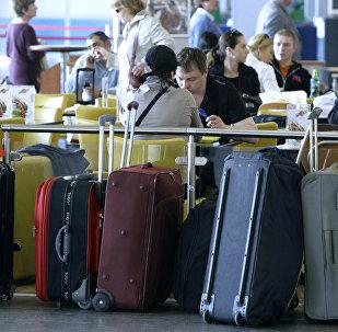 Вещи пассажиров в аэропорту. Архивное фото