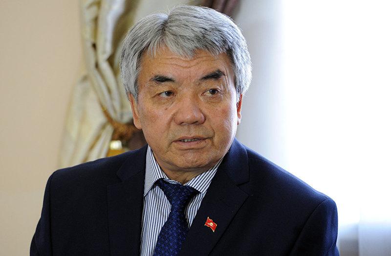 Премьер-министр Сооронбай Жээнбеков принял министра культуры, информации и туризма Туголбая Казакова