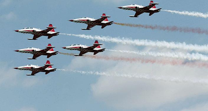 ВВС Турции во время церемоний, посвященных 92-й годовщины Дня Победы в Анкаре