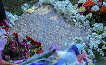 Москвадагы басмаканада чыккан өрттөн каза болгон кыргызстандык кыз-келиндердин жаркын элесине арнап, Бакаев –Айни көчөлөрүнүн кесилишине 18 түп бак тигилди