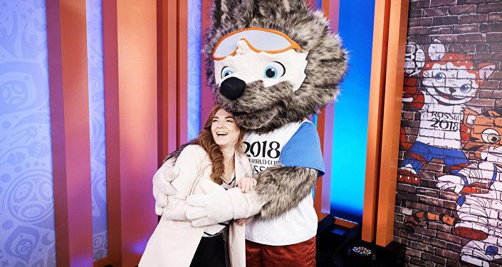 Дизайнер официального талисмана Чемпионата мира по футболу 2018 года Екатерина Бочарова на презентации талисмана в программе Вечерний Ургант.