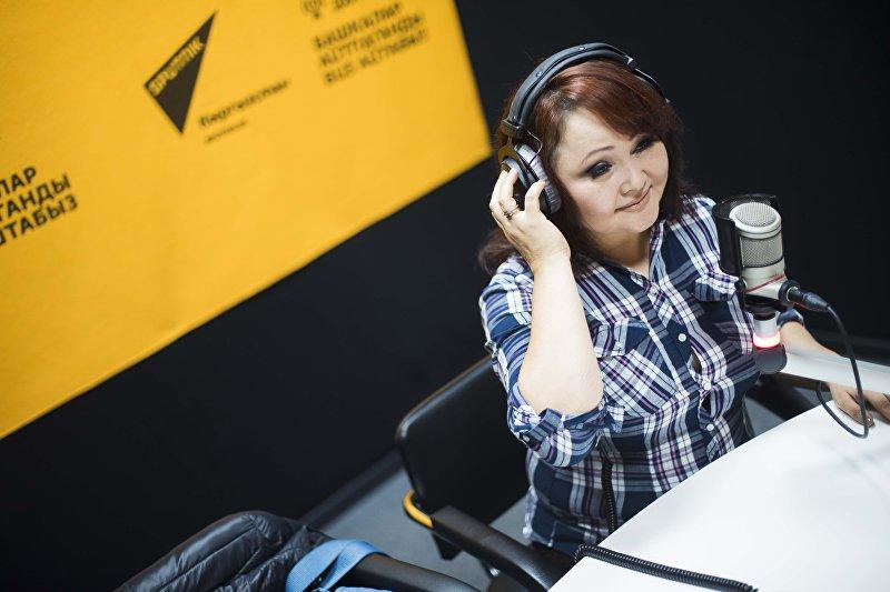 Заслуженная артистка Кыргызской Республики Айчурек Иманалиева во время интервью радио Sputnik Кыргызстан