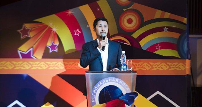 Эльдияр Кененсаров в полуфинале региональной лиги КВН Ала-Тоо в Бишкеке