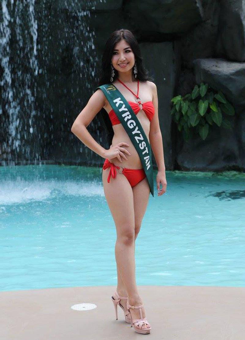 Участница одного из самых популярных конкурсов красоты Мисс Земля 19-летняя кыргызстанка Бегим Алмасбекова в столице Филиппин, Маниле.