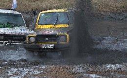 Жолсуз жолдогу унаа жарышы — айыгышкан беттештеги кадрлар