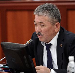 Мурдагы финансы министри Адылбек Касымалиев. Архивдик сүрөт