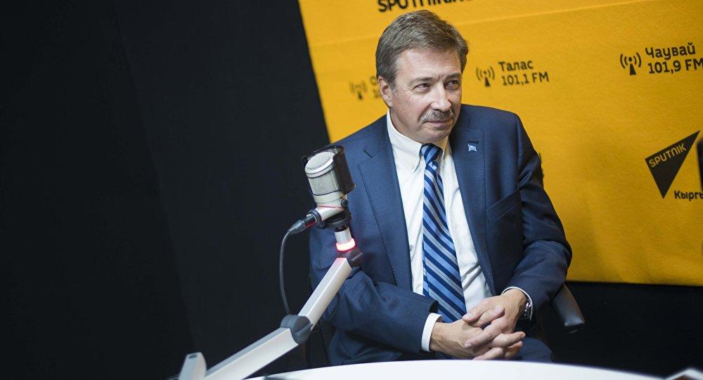 Доктор экономических наук, постоянным координатором системы ООН, постоянным представителем Программы развития ООН в Кыргызстане Александр Аванесов
