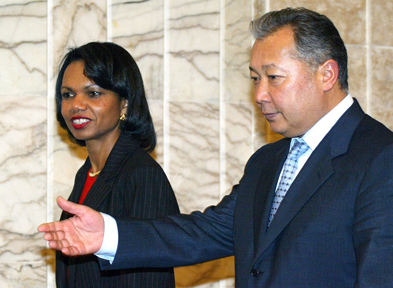 Госсекретарь США Кондолиза Райс с президентом Курманбеком Бакивым. 2005г
