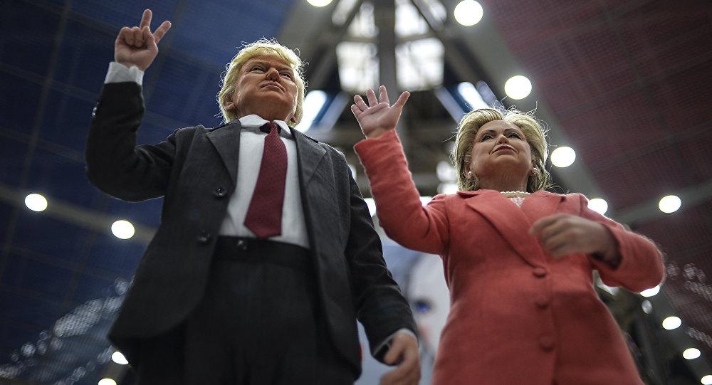 Куклы, изображающие кандидатов в президенты США Хиллари Клинтон и Дональда Трампа. Архивное фото