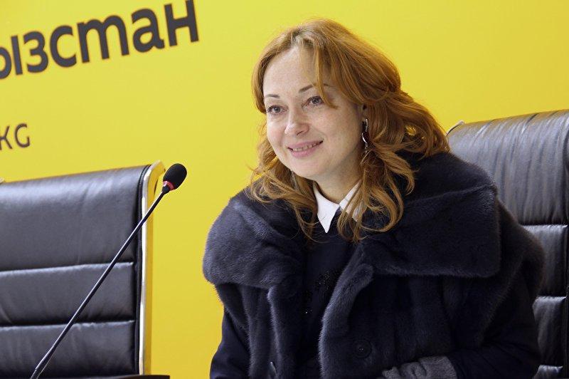 Российская актриса Виктория Тарасова во время интервью радио Sputnik Кыргызстан