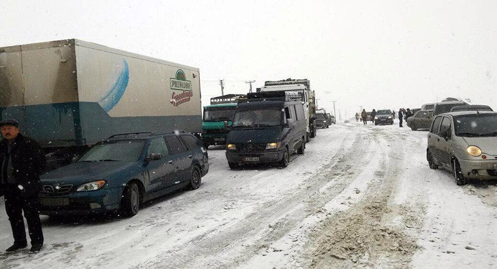 Ош возникла пробка: На автотрассе Бишкек