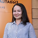 Колумнист и пиар-специалист Узакбаева Чолпон у офиса Sputnik Кыргызстан