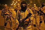 Боевики террористической группировки Исламское государство на одной из улиц города Мосул