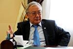 Улуттук илимдер академиясынын президенти Абдыганы Эркебаевдин архивдик сүрөтү