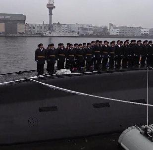 Флаг ВМФ России подняли на новой подлодке ;Великий Новгород в Санкт-Петербурге