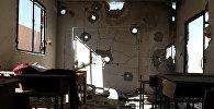Идлиб шаарындагы чабуулдан кыйрагын мекеп бөлмөсү