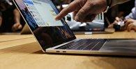Новый Macbook Pro с двумя дисплеями от компании Apple на презентации в Калифорнии