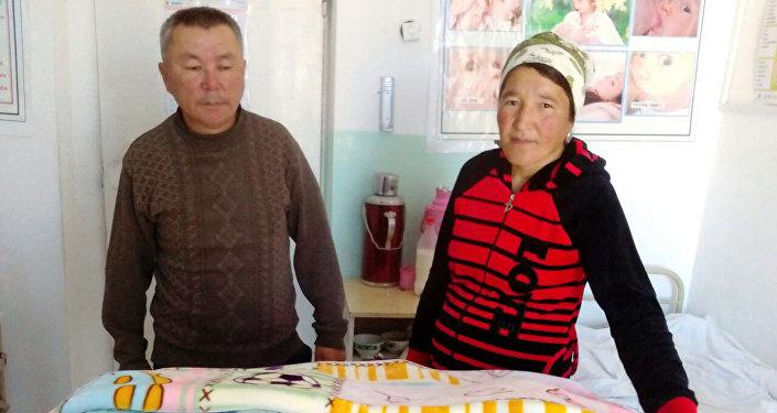 Батирдин эки айлык акысын облус жетекчиси берсе, бир айын Ак-Талаанын акими, дагы бир айын айыл өкмөт башчысы тапкан.
