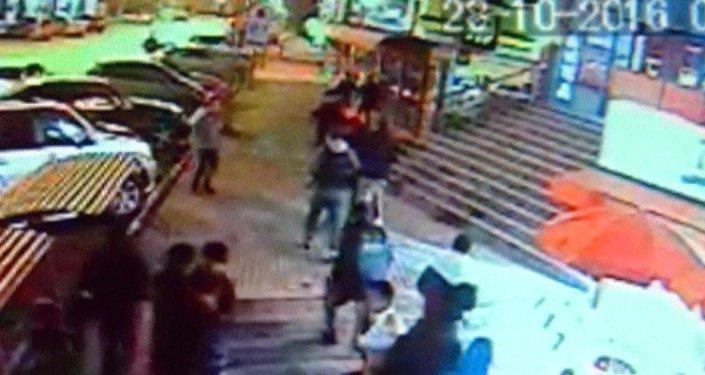 Избиение школьницы: подозреваемая заявляет, что ударила девушку случайно