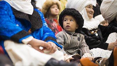 Ребенок в национальном костюме. Архивное фото