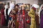 Девушки в национальных костюмах на презентации проекта под названием Войлочный мир — дух кочевья в городе Бишкек. Архивное фото