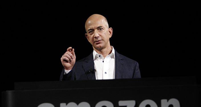 Архивное фото главы крупнейшего в мире интернет-ритейлера Amazon Джеффа Безоса
