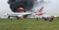 Boeing загорелся после неудачного взлета в аэропорту Чикаго. Съемка очевидца