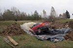 Пенсионер утопил в 12 тысячах литрах Coca-Cola свою машину в Латвии