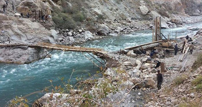 Строительство моста жителями села Зардалы