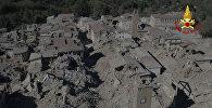 Момент обрушения здания во время землетрясения в центральной Италии