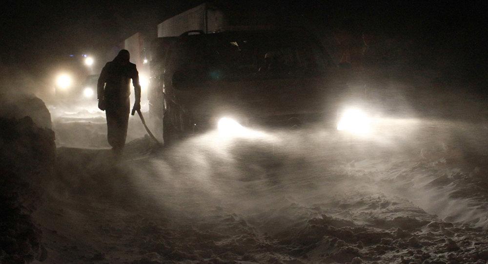 Автомобили в пробке на трассе. Архивное фото