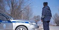 Сотрудник дорожно-патрульной службы на посту. Архивное фото