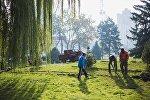Бишкек шаарынын муниципалдык кызматкерлери. Архивдик сүрөт