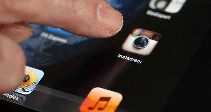 Планшеттеги Instagram тиркемеси. Архив
