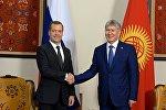 Президент Алмазбек Атамбаев бүгүн Россия өкмөтүнүн төрагасы Дмитрий Медведев менен жолугушуу учурунда