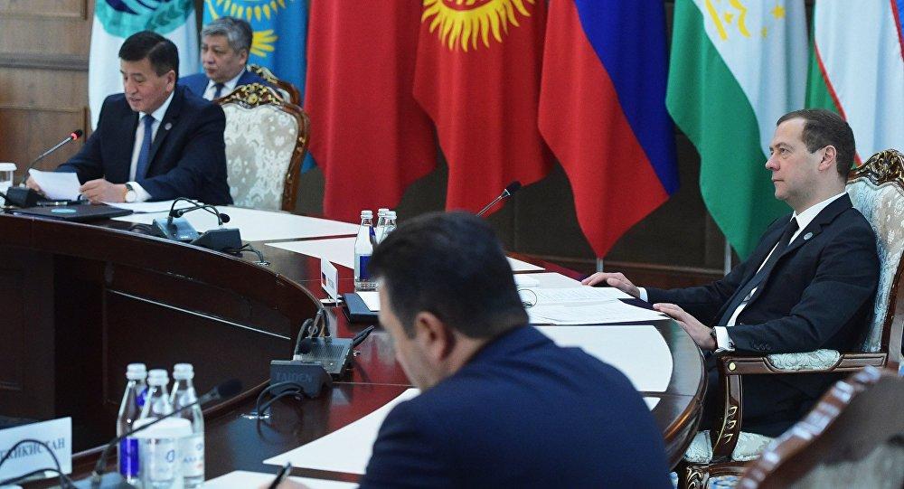 Д. Медведев прибыл вБишкек насаммит ШОС