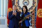 Президент Алмазбек Атамбаев ЖМК өкүлдөрүн кесиптик майрамы менен куттуктоо учурунда