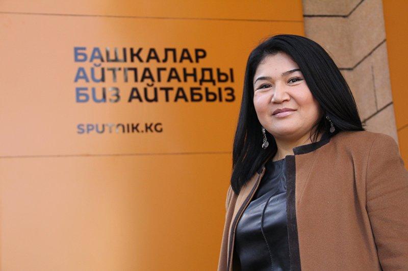 Известный стилист, визажист, дизайнер одежды Замира Молдошева на радио Sputnik Кыргызстан