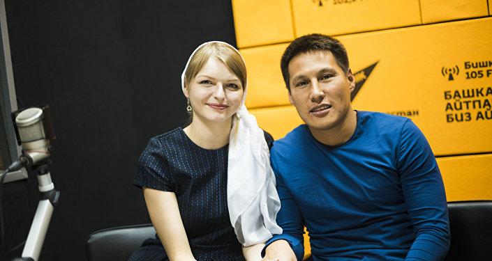 Латыш кызы Анастасия Озерска жолдошу Уларбек Бакырдинов менен