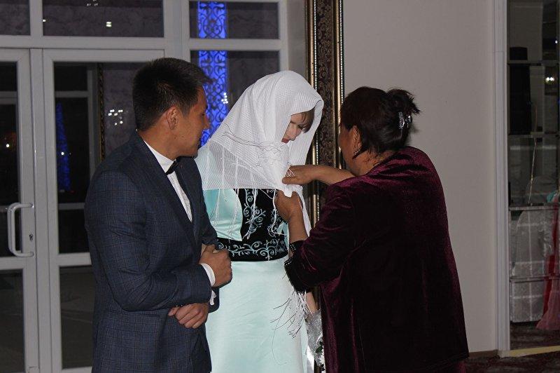 Супруги кыргызстанец Уларбек Бакырдинов и латвийка Анастасия Озерска