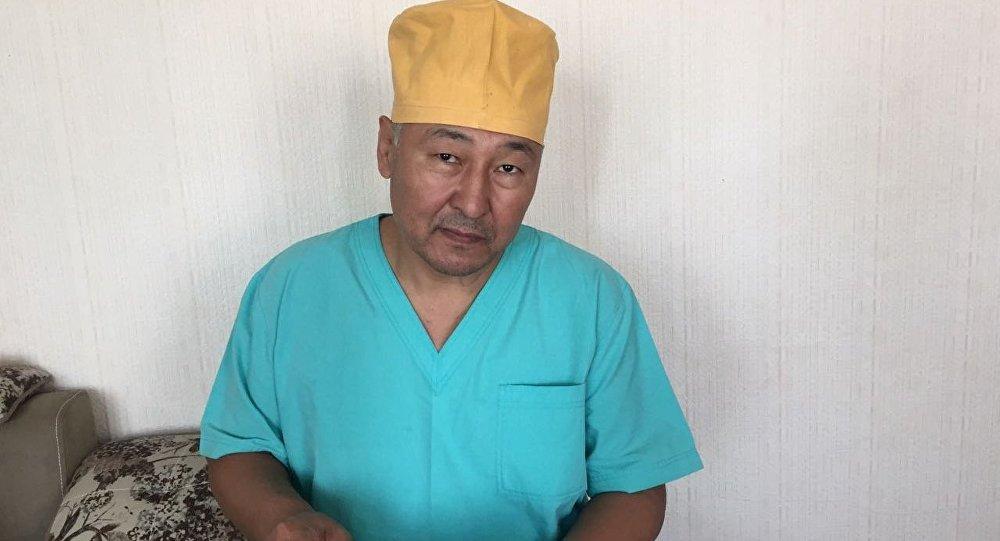 Улуттук госпиталдын кулак-мурун оорулары бөлүмүнүн дарыгери Жолчубек Жумабеков