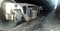 Восстановленные железнодорожные вагоны в районе пересечения улиц Льва Толстого и Тимура Фрунзе ранее сошедшие с рельсов