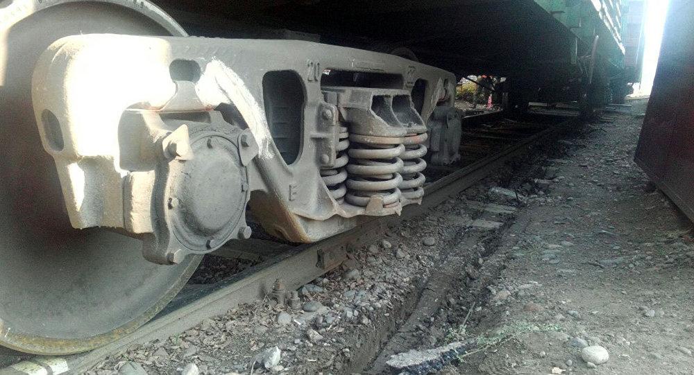 ВКиргизии сошли срельсов два грузовых вагона