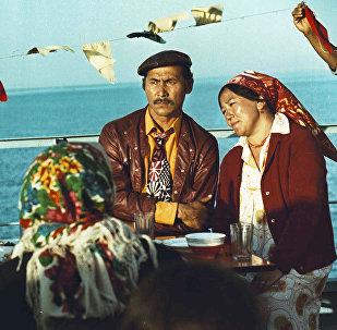 Кызыл алма филми. Архивдик сүрөт