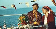 Белгилүү актер, сүрөтчү Сүймөнкүл Чокморов менен белгисиз келин. 1975-жыл Ысык-Көл облусу
